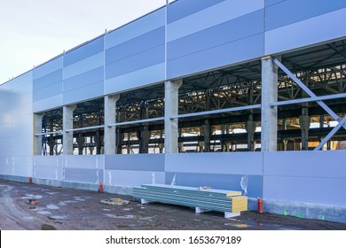 wall assembly of a new factory building using steel sandwich panels