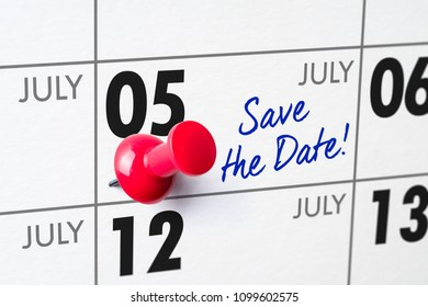 Wall calendar with a red pin - July 05
