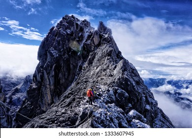 The wall of the Carstensz Pyramid is about 500 – 600 meters (1640 – 1968 ft) high. In the upper part it is traversed by a gigantic ledge, in which to big culoars went