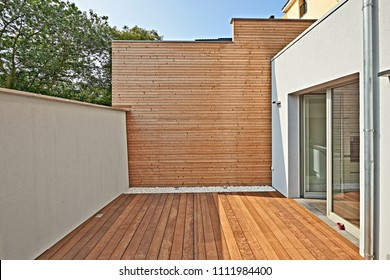 Wall construction with insulating wood cladding in  indoor courtyard