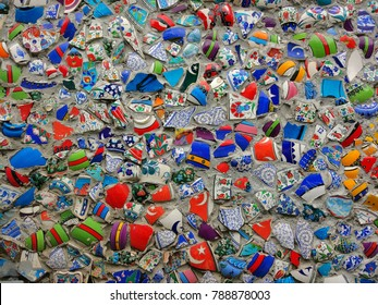 A wall decorated with fragments of ceramic dishes with Turkish patterns