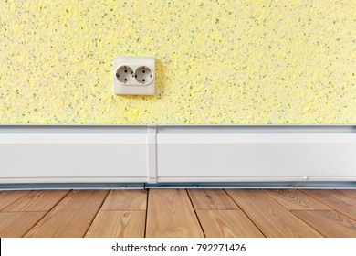 Wall with double rosette, with a warm plinth, parquet of solid wood and liquid wallpaper