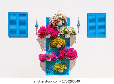 wall floral decoration in ethnic style. garden design ideas