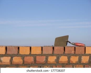 Mauer aus Ziegeln