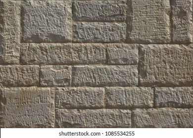 Wall of the processed stone with notches