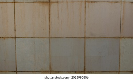 The wall is yellowed by alum water