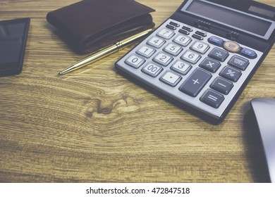 Wallet Mouse calculator and other objects on the office desk