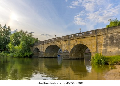 Wallingford Bridge over the River Thames, at Wallingford, Oxfordshire, England, UK