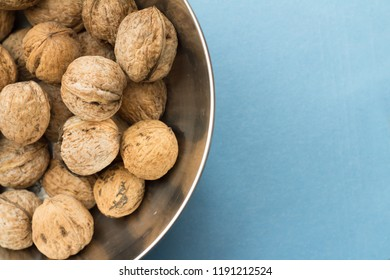 wallnuts in bowl