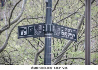 wallstreet broadway sign