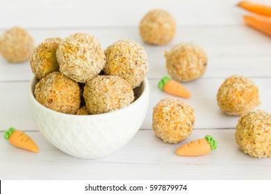 Walnut carrot cake energy balls