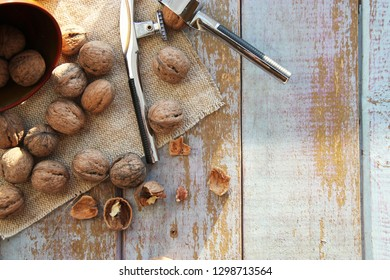 Walnut kernels and whole walnuts on wooden table