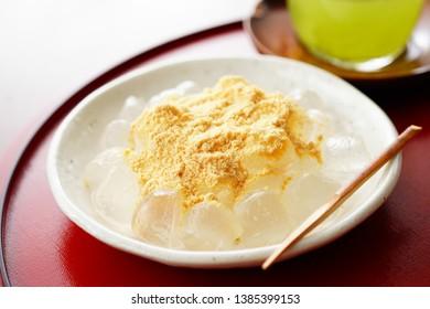 Warabimochi. Japanese bracken starch dumpling.