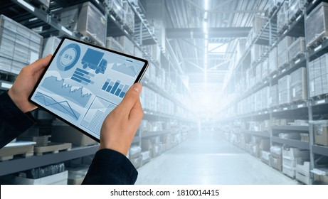 Lagerverwalter mit digitaler Tablette
