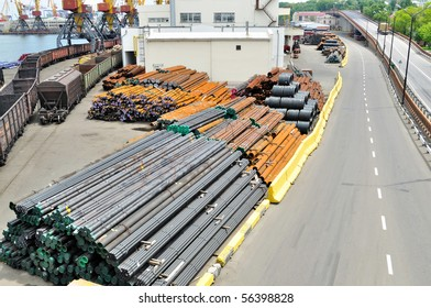Warehouse steel pipe in the port