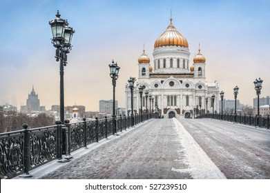 Warm mood of a cold winter on the Patriarchal bridge in Moscow near Christ the Savior Cathedral