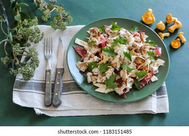 Warm salad with chanterelles