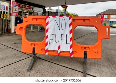 Warminster, Wiltshire, UK - 28 September 2021: A No Fuel sign on the forecourt of an ESSO Petrol Station in East Street, Warminster, Wiltshire, UK, due to a shortage of fuel tanker drivers