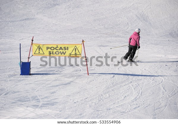 warn sign for skiers