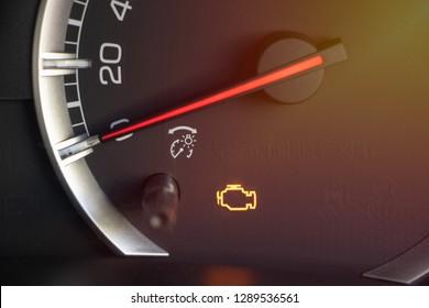warning light engine in car dashboard