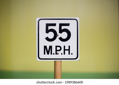 Warning sign of 55mph. 55 mph warning sign.