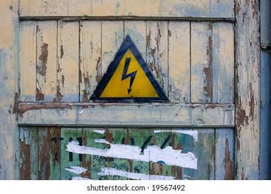 warning sign: danger, risk of one's life