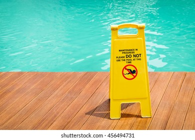warning sign at the edge of swimming pool