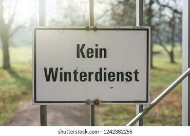 """Warning sign with the German label """"No winter service"""" at the entrance of a park"""
