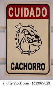 warning sign watchdog present do not enter, Potuguese text meaning: Caution Watchdog