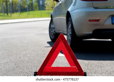 Warning triangle and a broken car