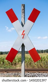 Warning to an unrestricted level crossing in Germany
