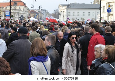 WARSAW - APRIL 11: A crowd gathered outside the presidential palace, to remember the victims of the plane crash that killed Poland's president, Lech Kaczynski. April 11, 2010 in Warsaw, Poland.