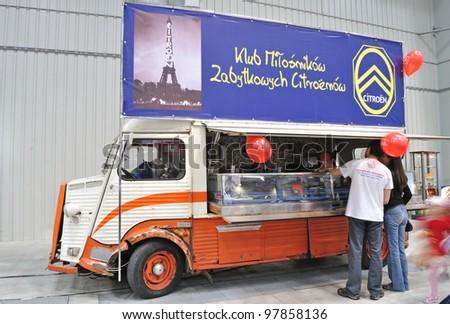 ca1cf45256dd59 WARSAW MAY 29 Mobile Shop Citroen Stock Photo (Edit Now) 97858136 ...