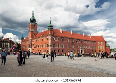 WARSAW, POLAND-SEP 23, 2018: Warsaw's Castle Square is a historic square in front of the Royal Castle – the former official residence of Polish monarchs.