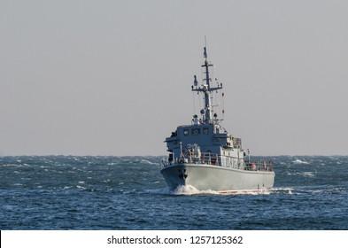 WARSHIP - Minesweeper maneuvers at sea