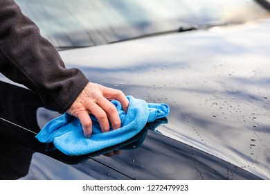 Wash the car with a blue rag