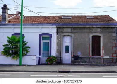 waschen gereinigte Fassaden des Bauhauses im Vergleich zu schmutzigen Fassaden in der Stadt vor und nach der Reinigung des Industriegebäudes