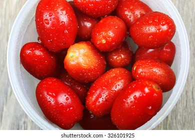 washed tomatoes in bowl