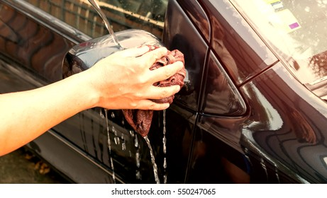 Washing a car by yourself, Microfiber cloth for cleaning a wing mirror