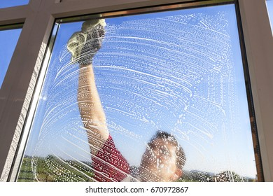 Washing and cleaning windows with liquid