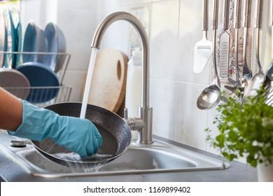 Washing dishes. Washing pan.