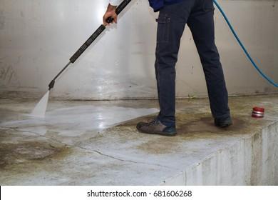 washing the industrial platform