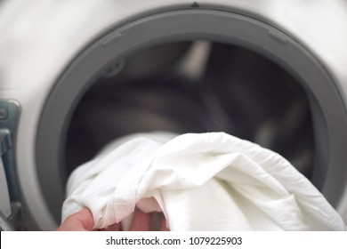 washing machine with white clothes