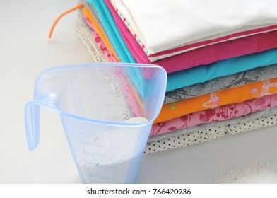 Washing powder for colored clothes