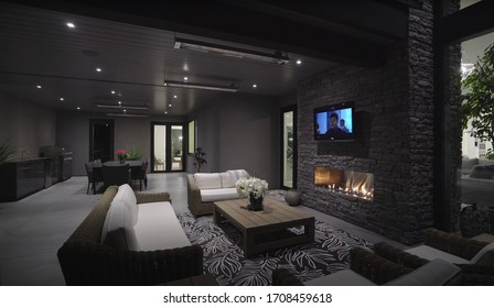 Washington - 14. April 2020: Spacious Big Living Room With Luxurious Wooden Elements. Modern Interior With Large Windows And Bright Lighting. New Stylish Furniture Design Concept For Residential Home.