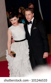 WASHINGTON - APRIL 28: Ginnifer Goodwin and Josh Dallas arrive at the White House Correspondents Dinner April 28, 2012 in Washington, D.C.