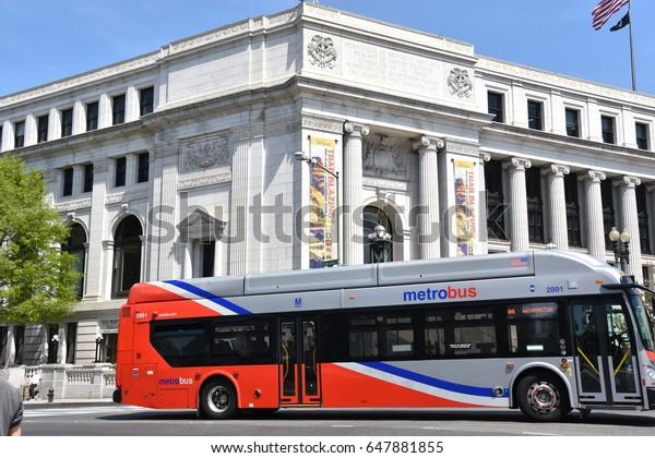 Washington Dc Apr 15 Metro Bus Stock Photo (Edit Now) 647881855