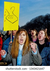 Washington DC., April 5, 1992. Hundreds of thousands of Pro Choice supporters march past the White House to the US Capitol west front filling the national mall all the way to the Washington Monument