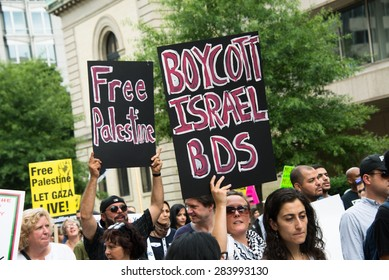 "WASHINGTON, DC - AUGUST 2: Some 10,000 demonstrators march on the White House in Washington, DC, to protest Israel's offensive in Gaza known as ""Operation Protective Edge"", August 2, 2014."
