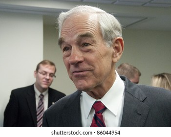 WASHINGTON, DC - OCTOBER 5:  Congressman Ron Paul (R-Texas), candidate for Republican Presidential nomination, meets with luncheon guests at the National Press Club, October 5, 2011 in Washington, DC